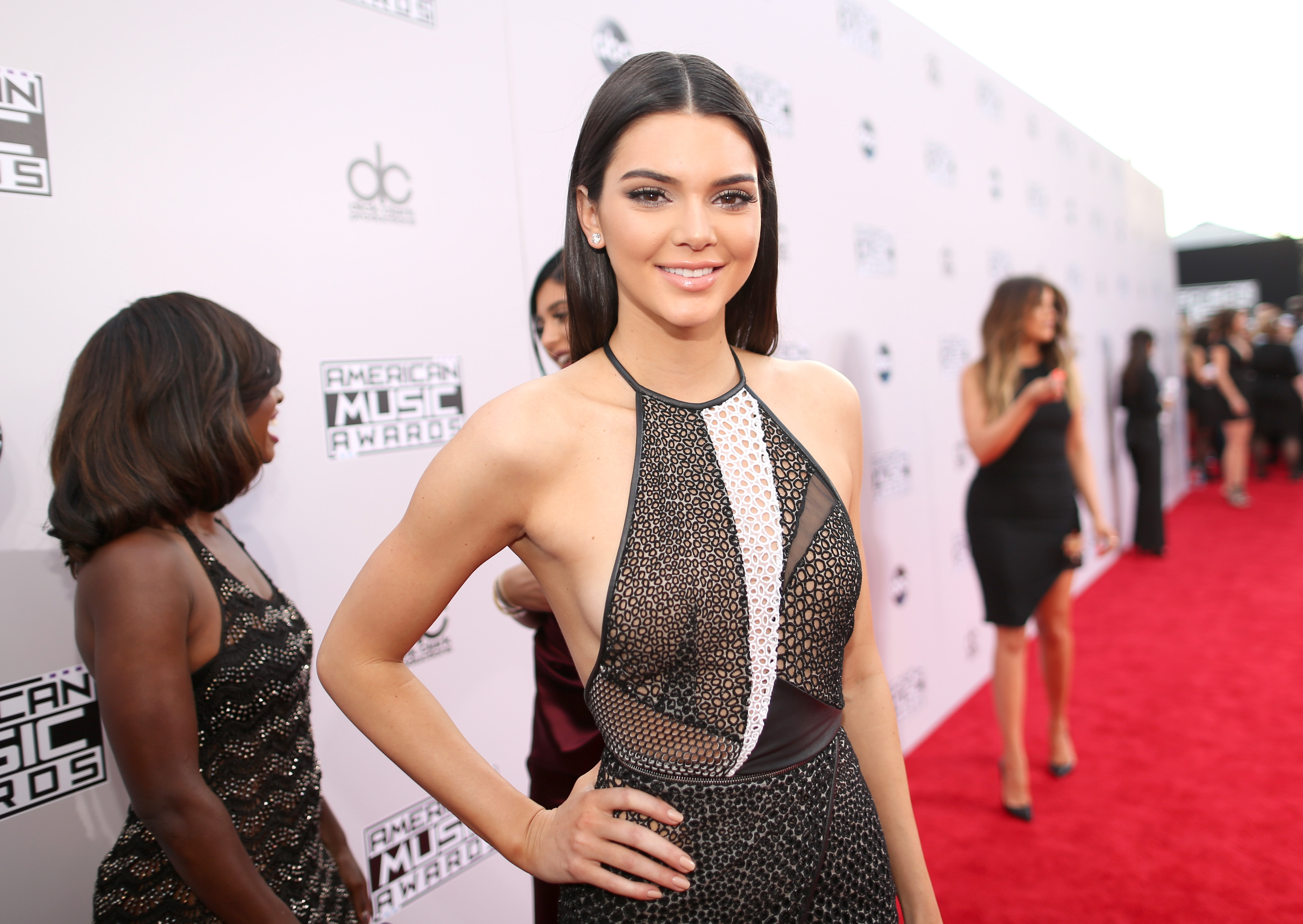 Kendall Jenner Appears To Be Naked On Instagram See The Now