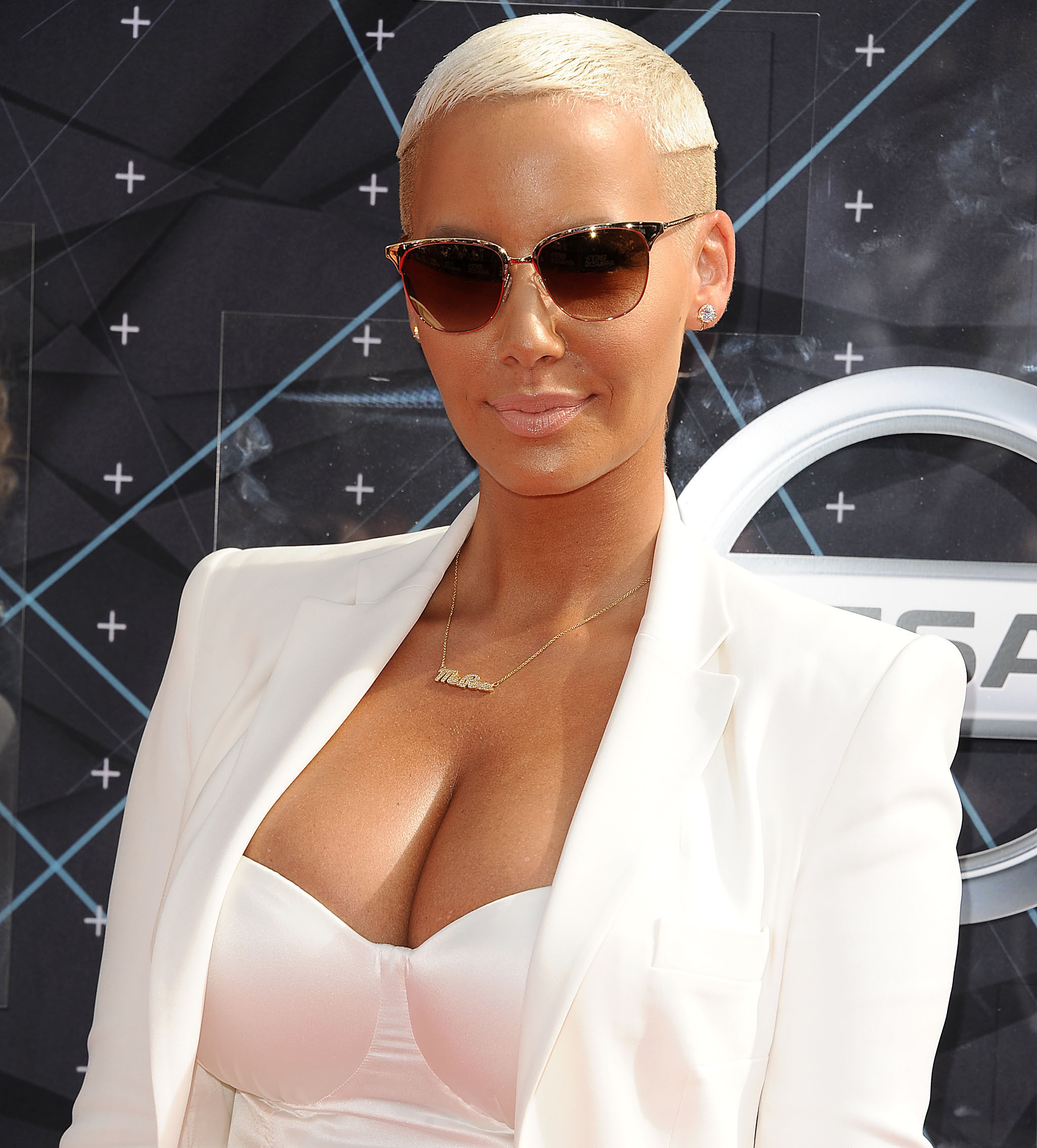 0f72210ac2040 Amber Rose wears Opens a New Window. a 36H.