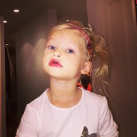 jessica-simpson-daughter-makeup