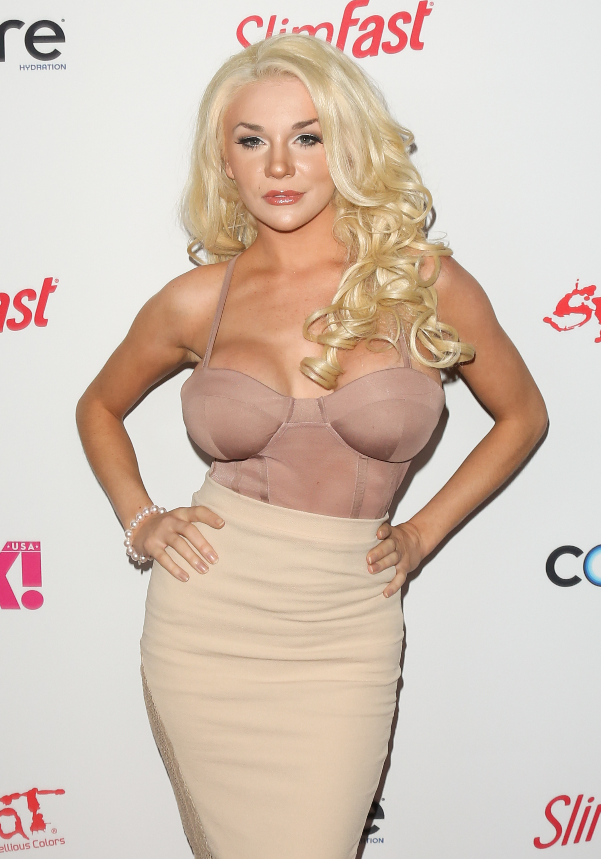 Watch Courtney stodden shows off her boobs and butt onlyfans 5 pics video video