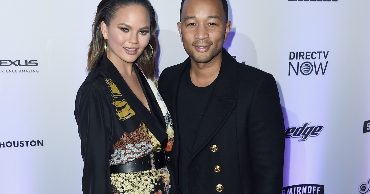 Chrissy Teigen Hilariously Responds on Twitter to Meme Comparing