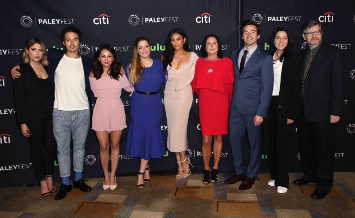 'pretty little liars' cast and crew