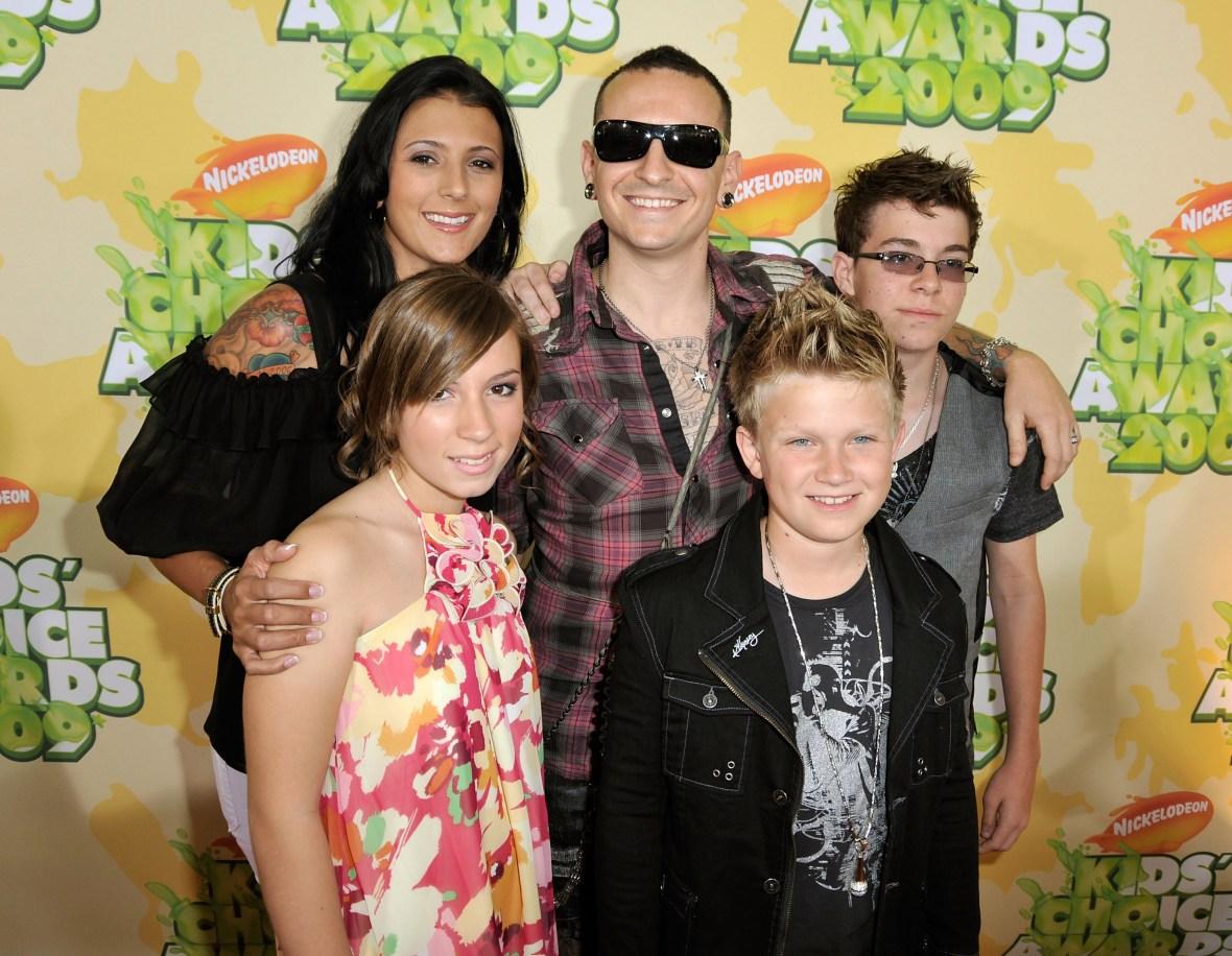 chester bennington family