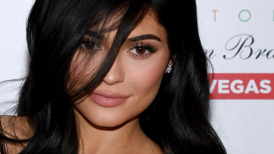 kylie-jenner-pregnant-lip-injections