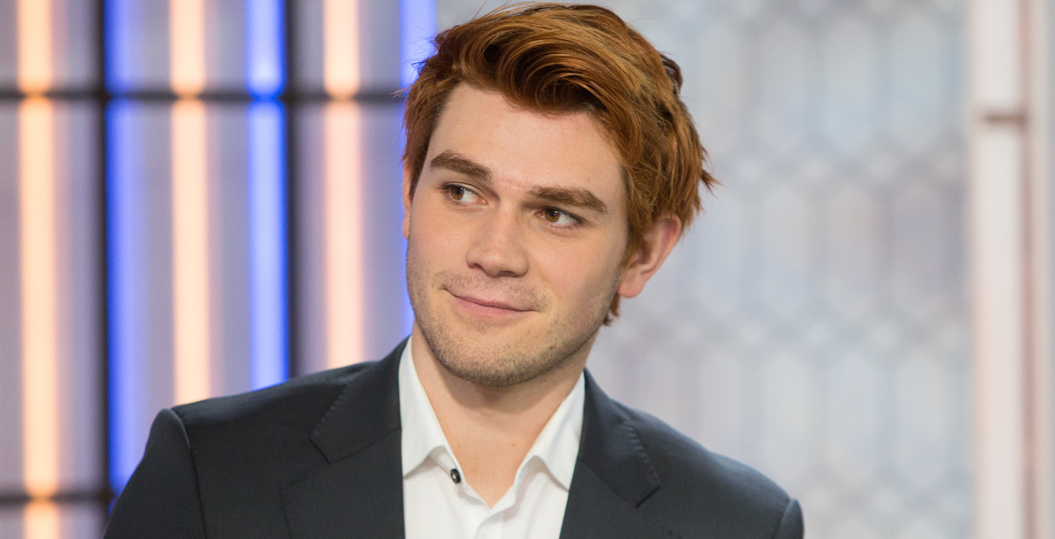 KJ Apa Age, Who Hes With Romantically & His Natural Hair