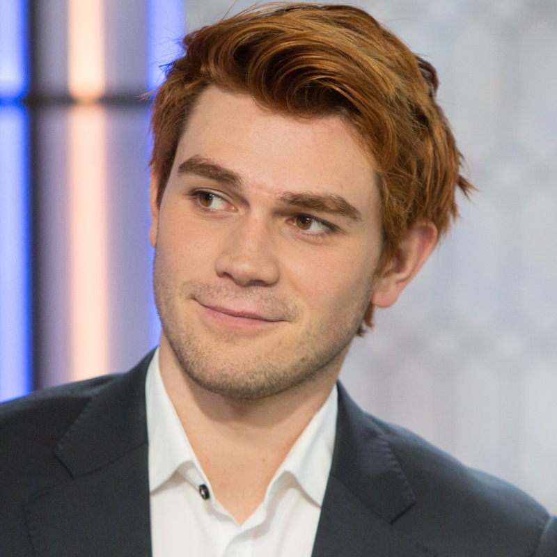 Kj Apa Scar Find Out How The Riverdale Star Got Injured
