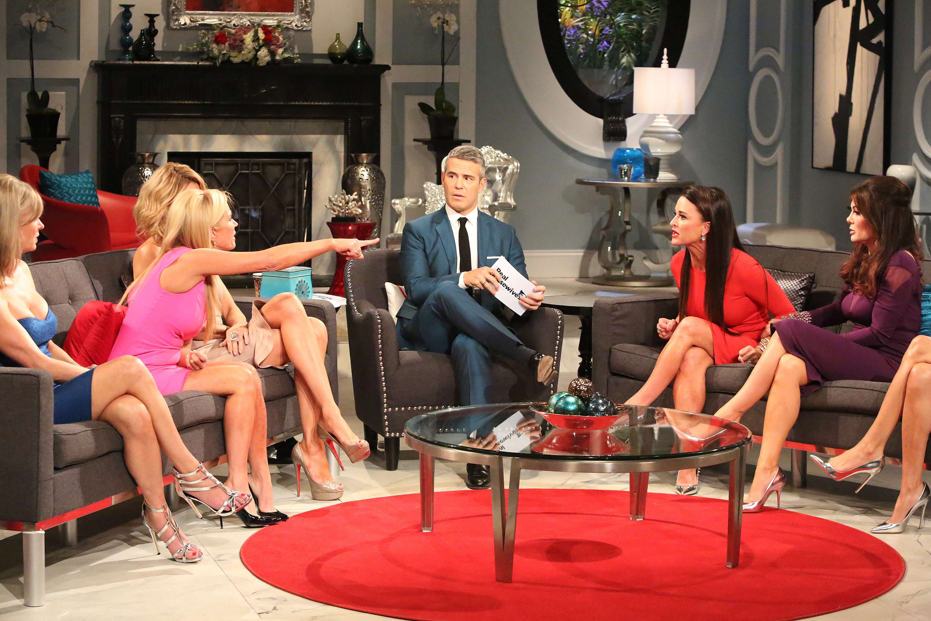 Are The Real Housewives Shows Scripted Leaked Texts And Email Sure Make It Seem That Way