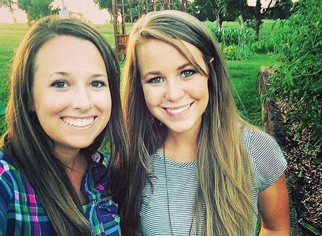 Jana Duggar And Laura DeMasie Take Selfie
