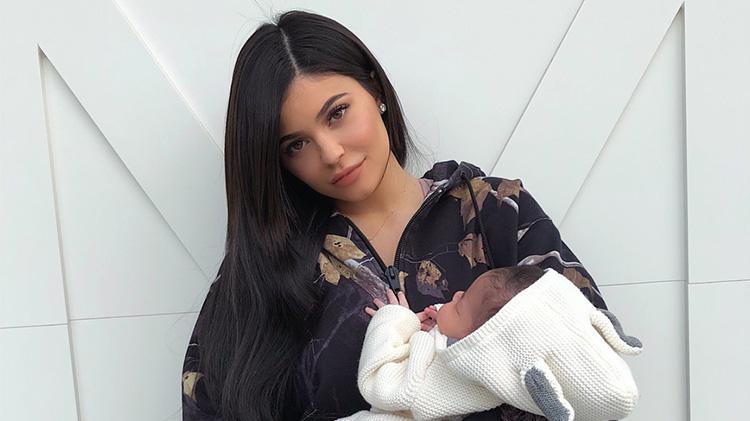 kylie-jenner-baby-girl-pics