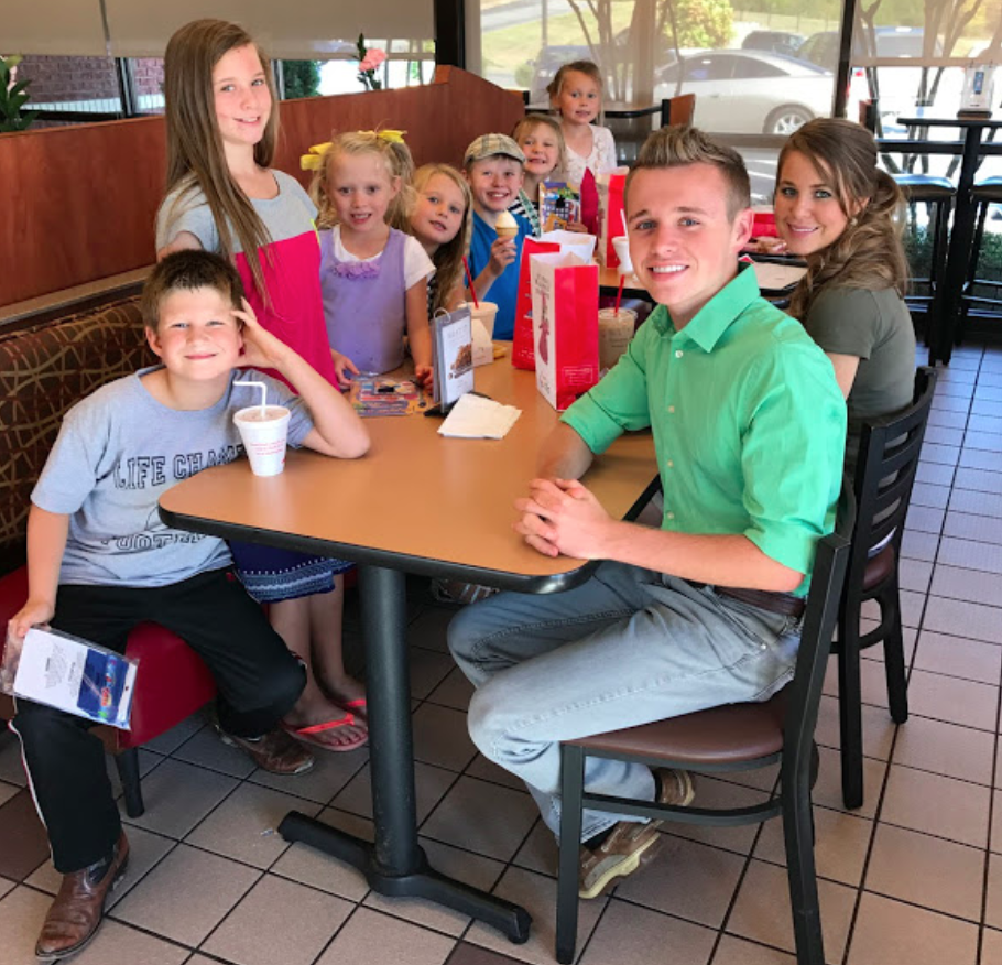 duggar family free meals