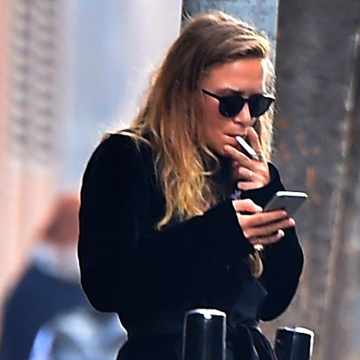 Olsen Twins Chainsmokers: Inside Their Crazy Cigarette Obsession