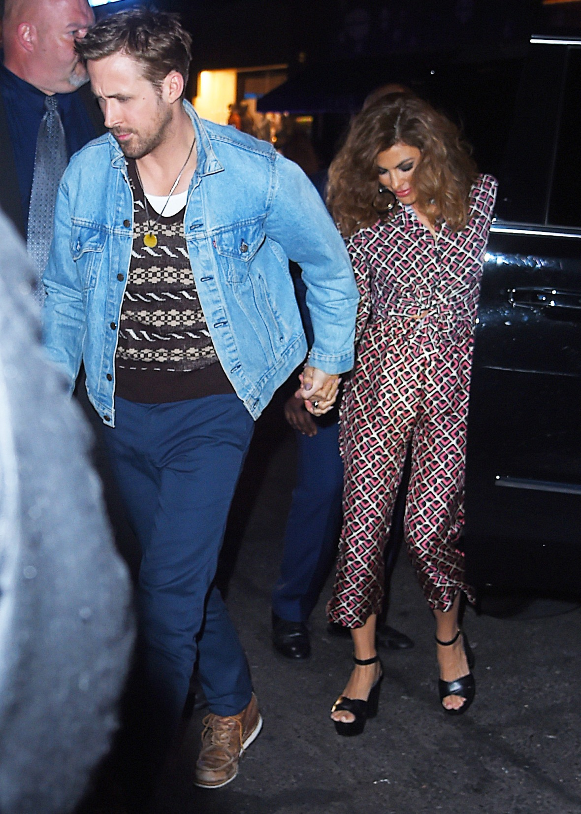 ryan gosling and eva mendes step out of a car together