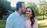 Josh Duggar Kisses Anna Duggar's Head