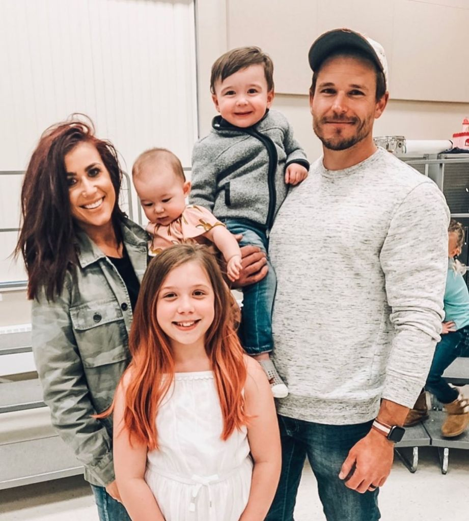 Chelsea Houska and Cole DeBoer Teen Mom Stars Family Photos Whole Family Smiling at Aubree Concert