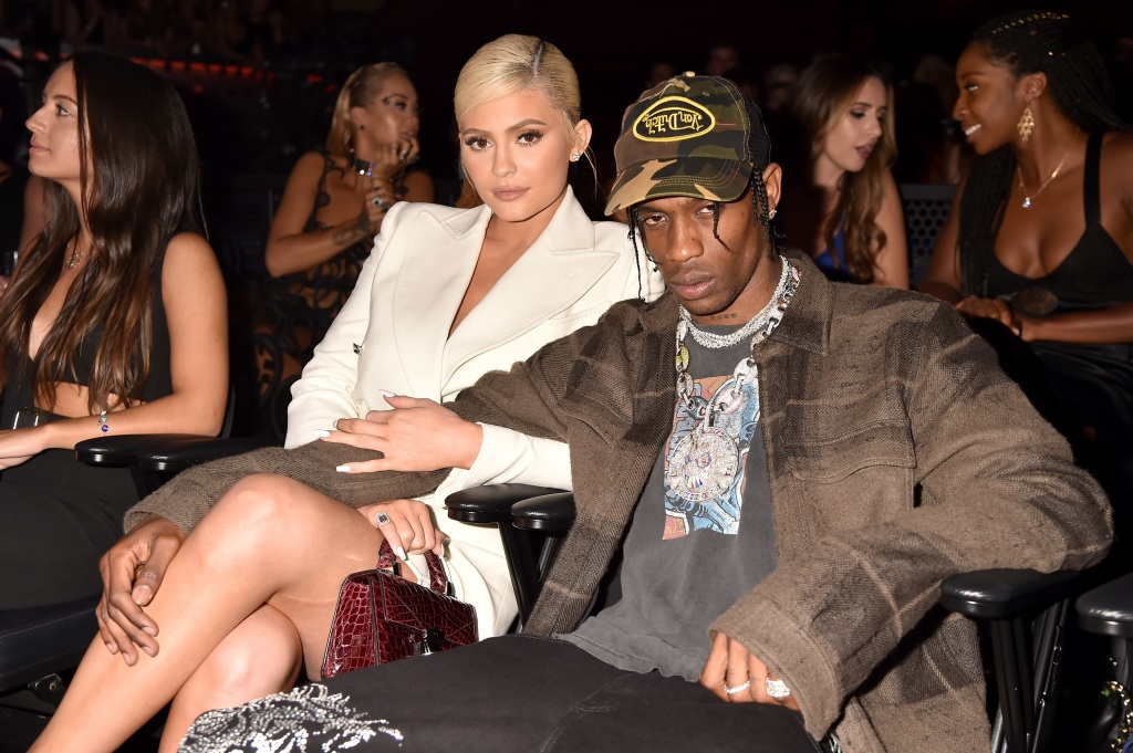 Kylie Jenner responds to fake Travis Scott cheating photo