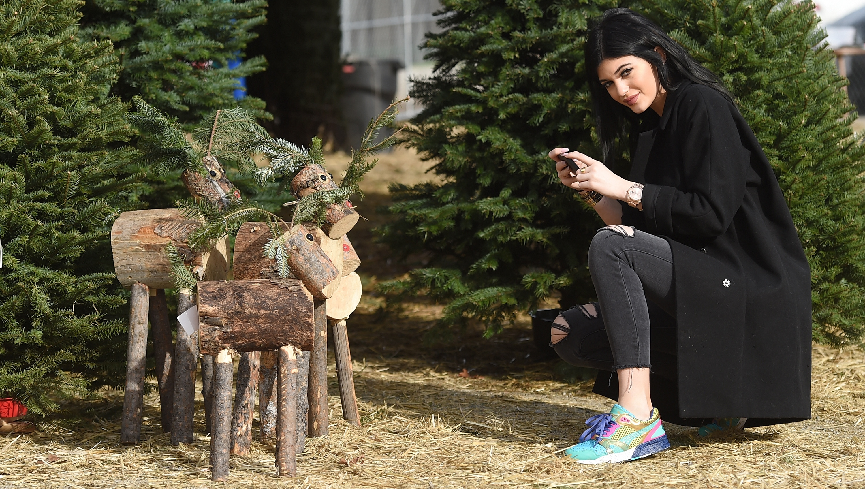 Kylie Jenner, Posing, Christmas Tree