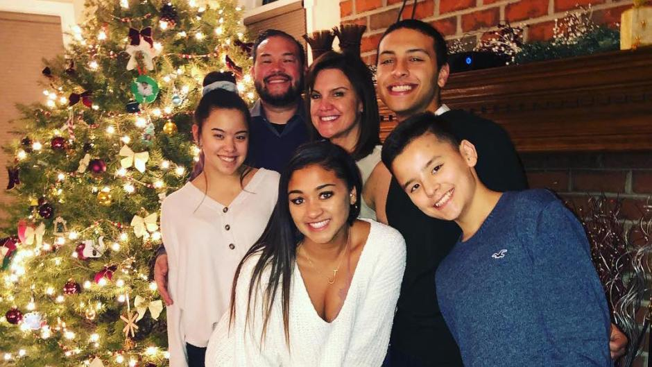Jon Gosselin And Girlfriend Take Family Photo With Their Kids