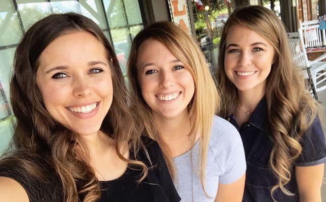 Jessa and Jana Duggar Smile For Selfie With Laura DeMasie