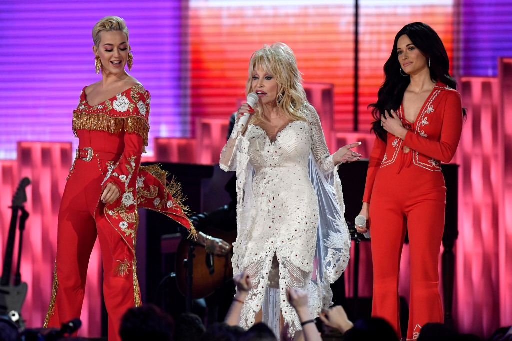 Katy Perry and Kacey Musgraves wearing red with Dolly Parton