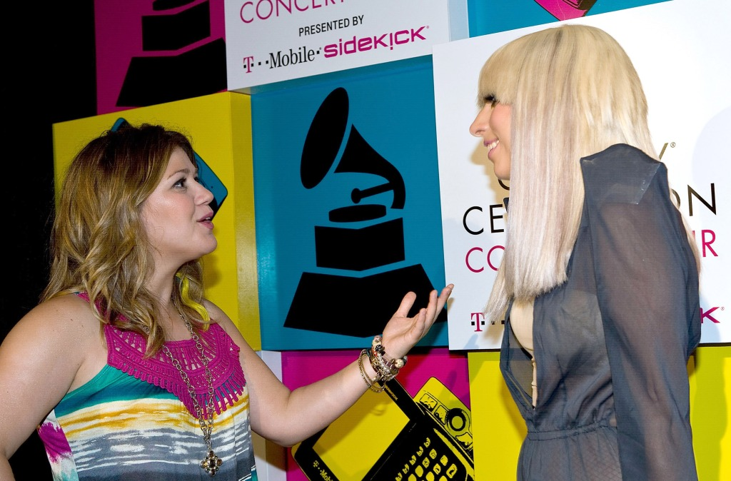 Lady Gaga and Kelly Clarkson chatting