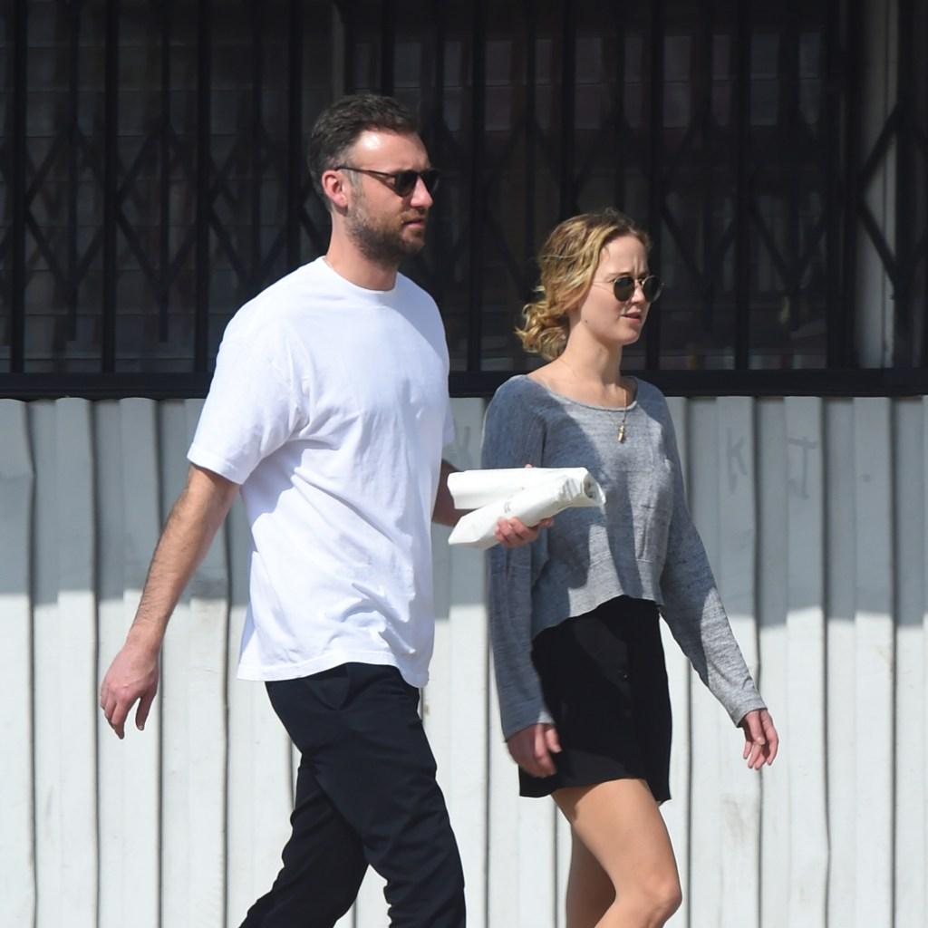 Jennifer Lawrence walking with her boyfriend
