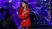 Ariana Grande performed needy at the iheartradio awards