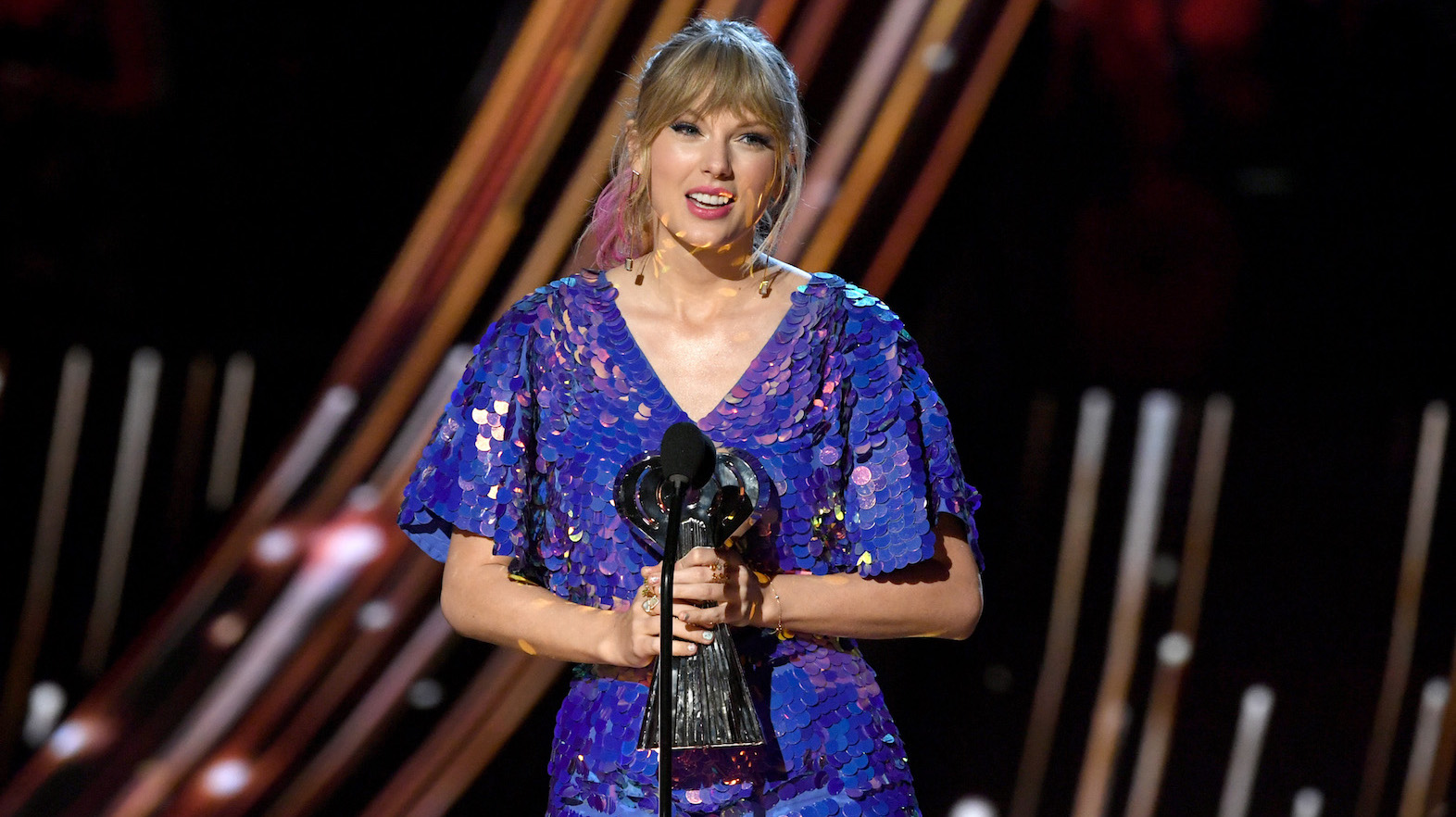 Taylor Swift Slams Haters for Not Believing in Her During iHeartRadio Awards Speech