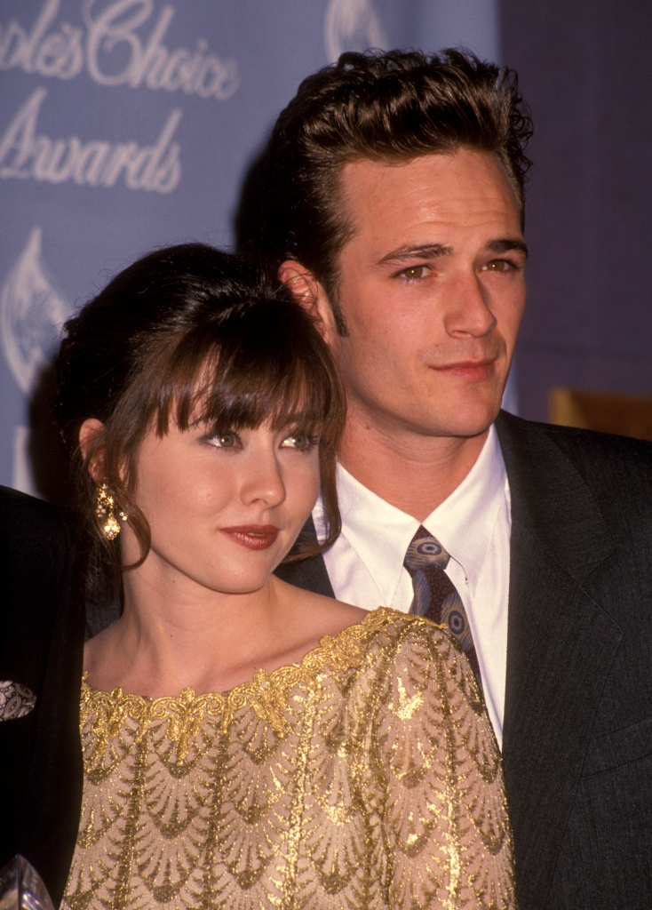 Shannen Doherty with Luke Perry at an event