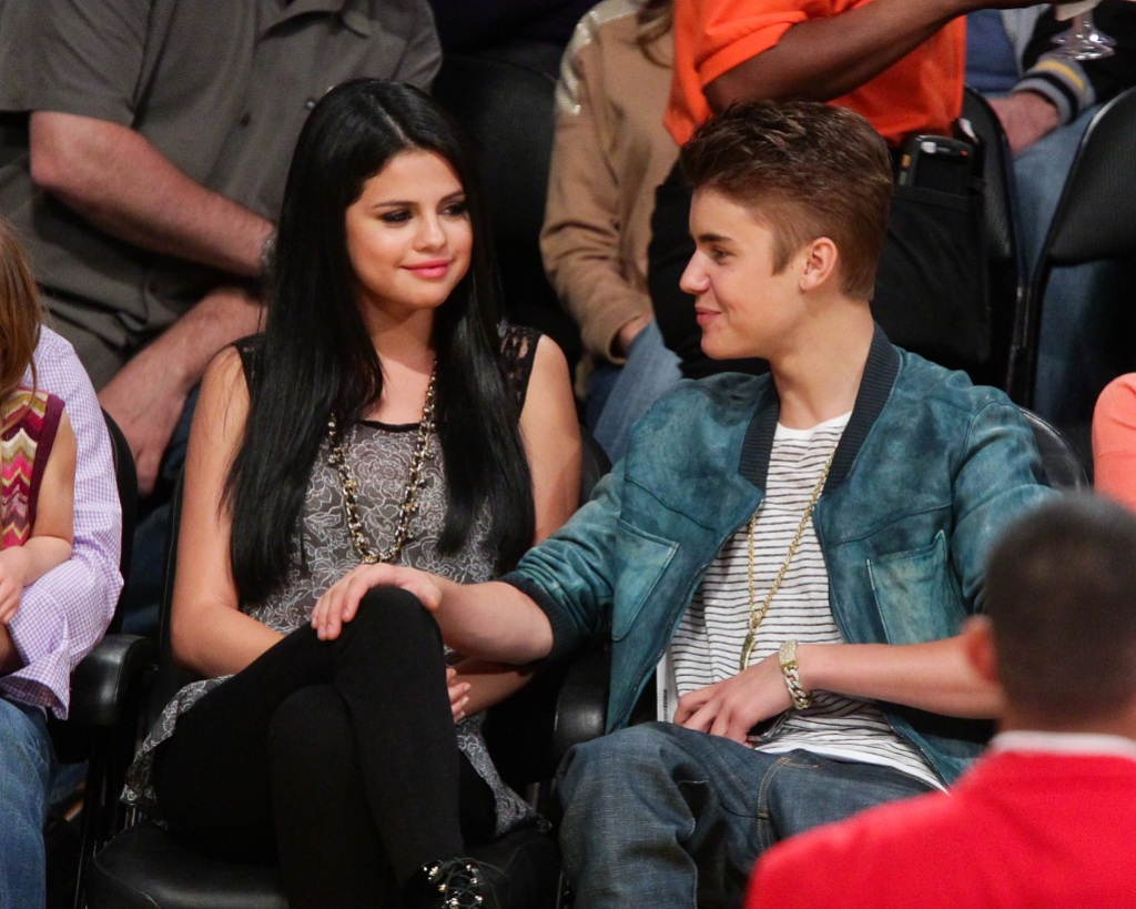justin bieber with selena gomez at a basketball game
