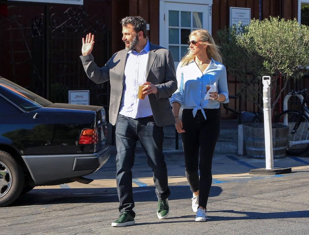 Ben Affleck walking with Lindsay Shookus
