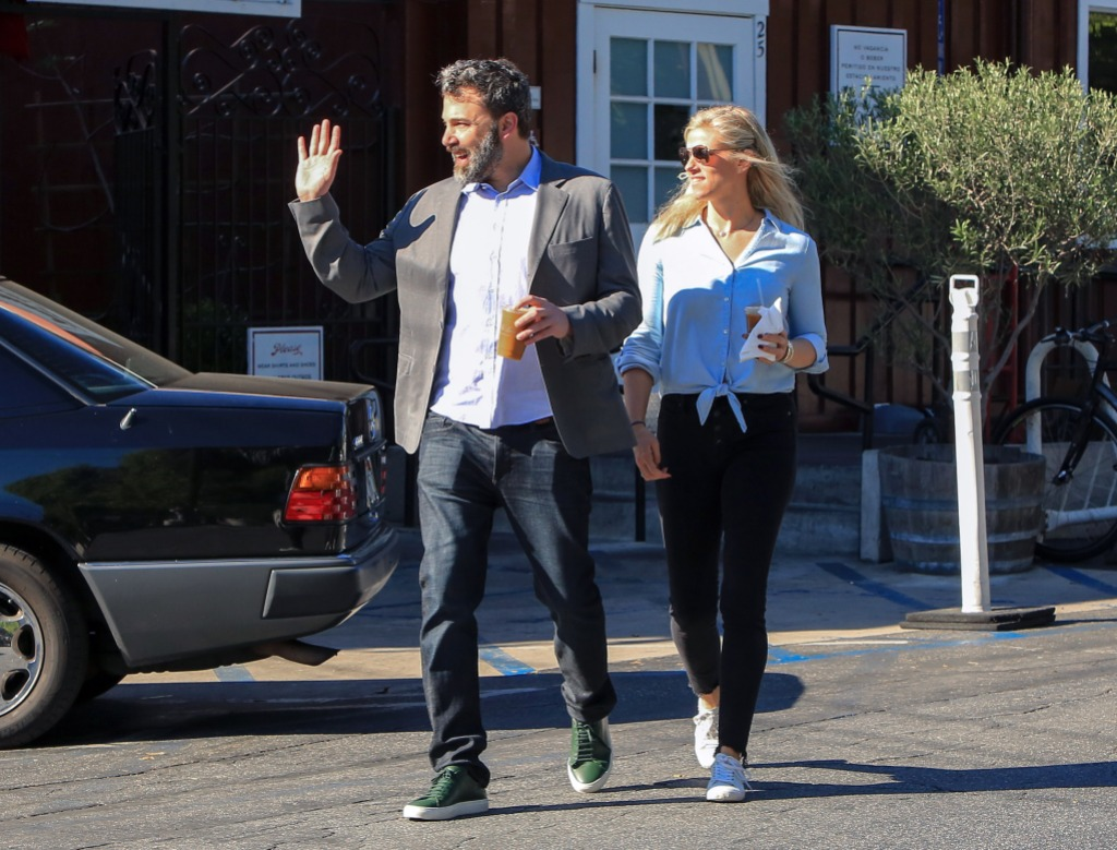 Ben Affleck walking with Lindsay Shookus
