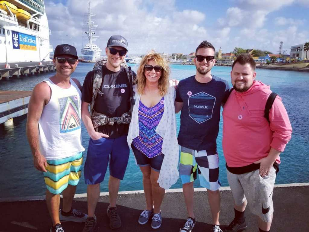 Watch Out, Kody Brown! Sister Wife Meri Is Hanging With Some Serious Hunks on Vacation