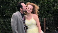luke perry kissing his daughter before prom