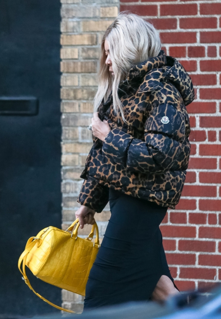 Wendy Williams looks tired leaving the Sober house where she looks for addiction treatment