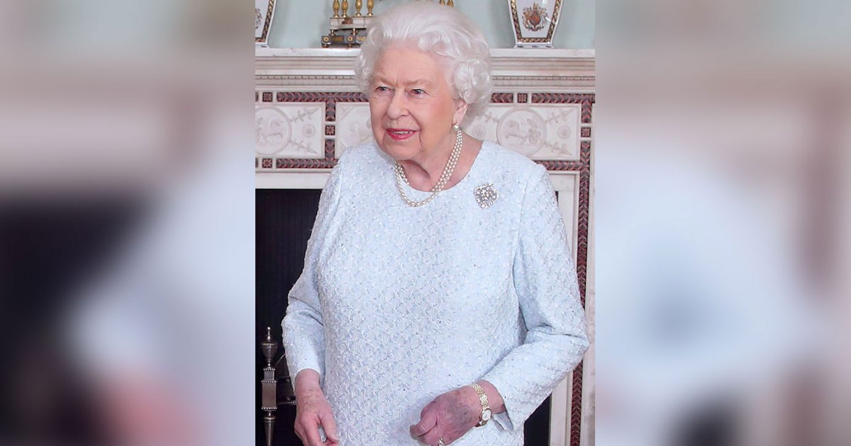Ouch! Queen Elizabeth's Hand Is Completely Purple in New