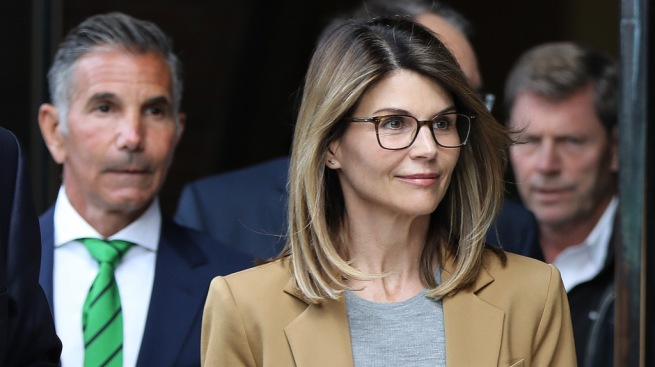 lori loughlin wearing glasses