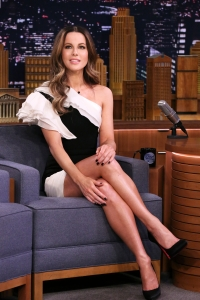Kate Beckinsale jimmy fallon black and white dress curly hair