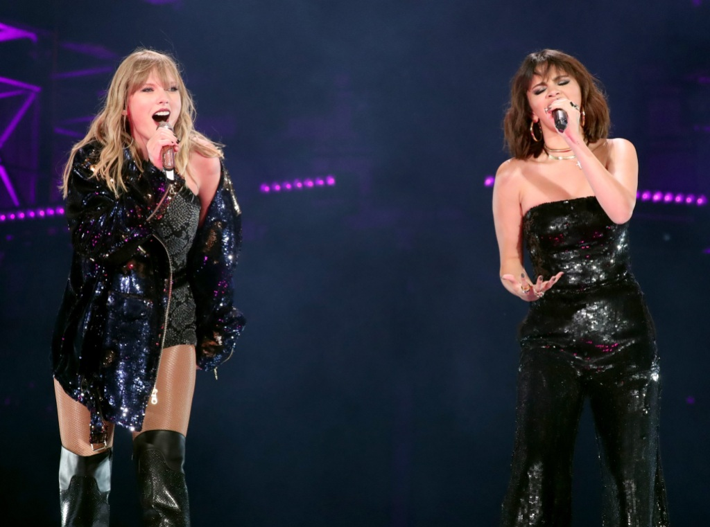 Taylor Swift Selena Gomez reputation tour on stage together