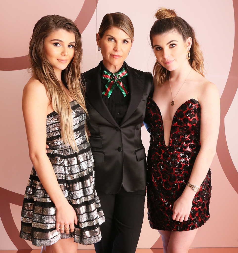 Lori Loughlin Isabella Giannulli Deletes Instagram College Admissions Scandal