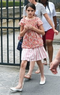 Suri Cruise Now See Katie Holmes And Tom Cruise S Daughter Today