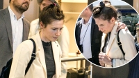 Amanda Knox Keeps Her Head Down After Arriving in Italy