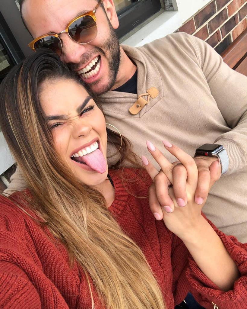 90 Day Fiance': Jonathan Shares First Photo of His Girlfriend's Face