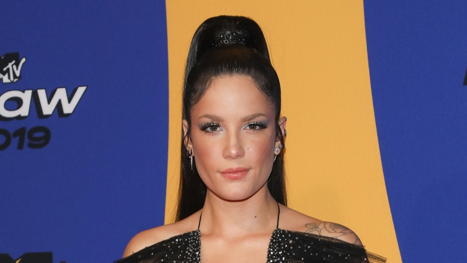 Halsey Sporting Black Hair and a Black Dress at an Event