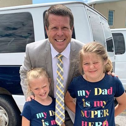 Jim Bob Duggar in Grey Suit Leans Down to Pose With Daughters Josie and Jordyn-Grace In Shirts That Say 'My Dad Is My Super Hero'