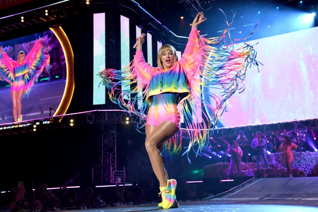 taylor swift performs in a rainbow outfit at the 2019 iheart radio wango tango music festival