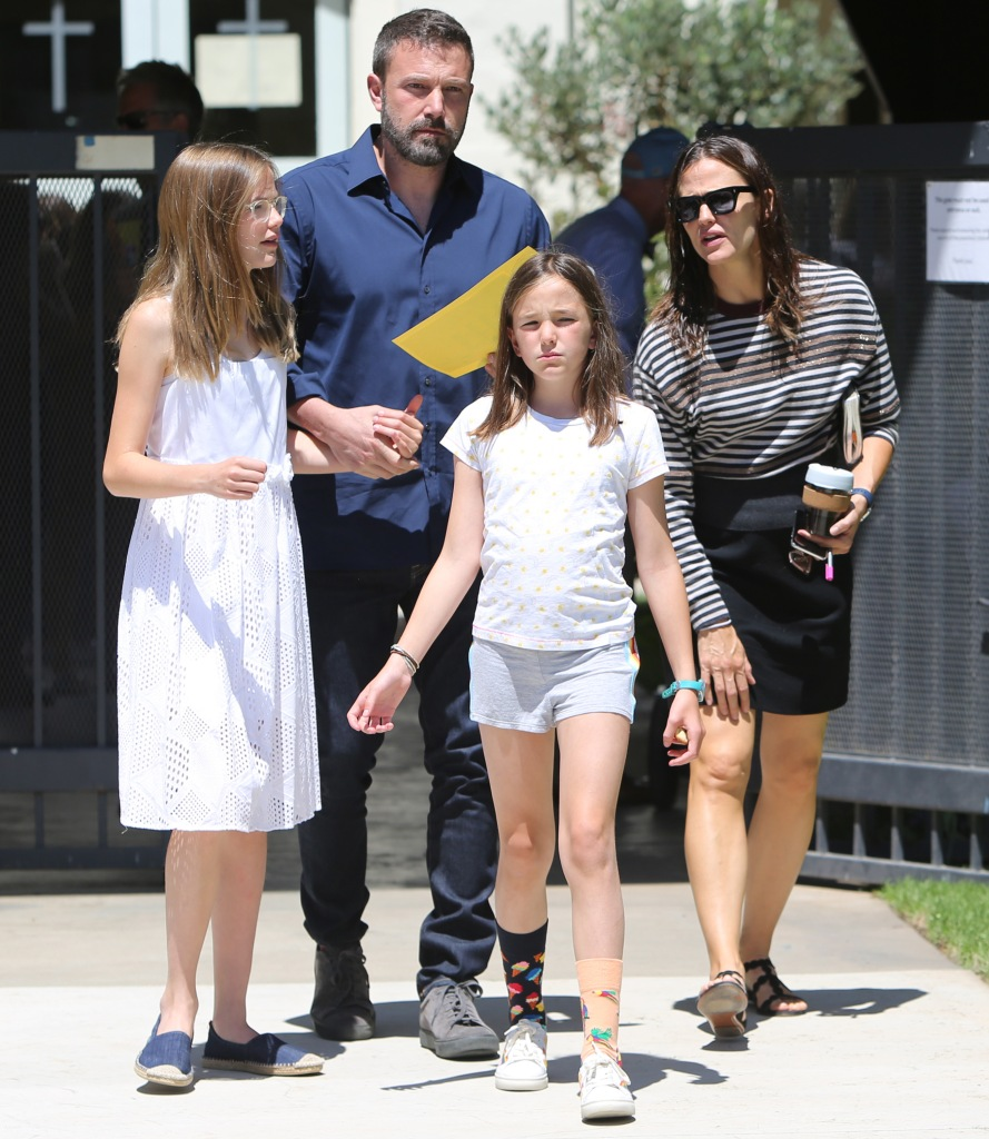 Ben Affleck Wearing a Blue Shirt With Jennifer Garner And Their Two Daughters