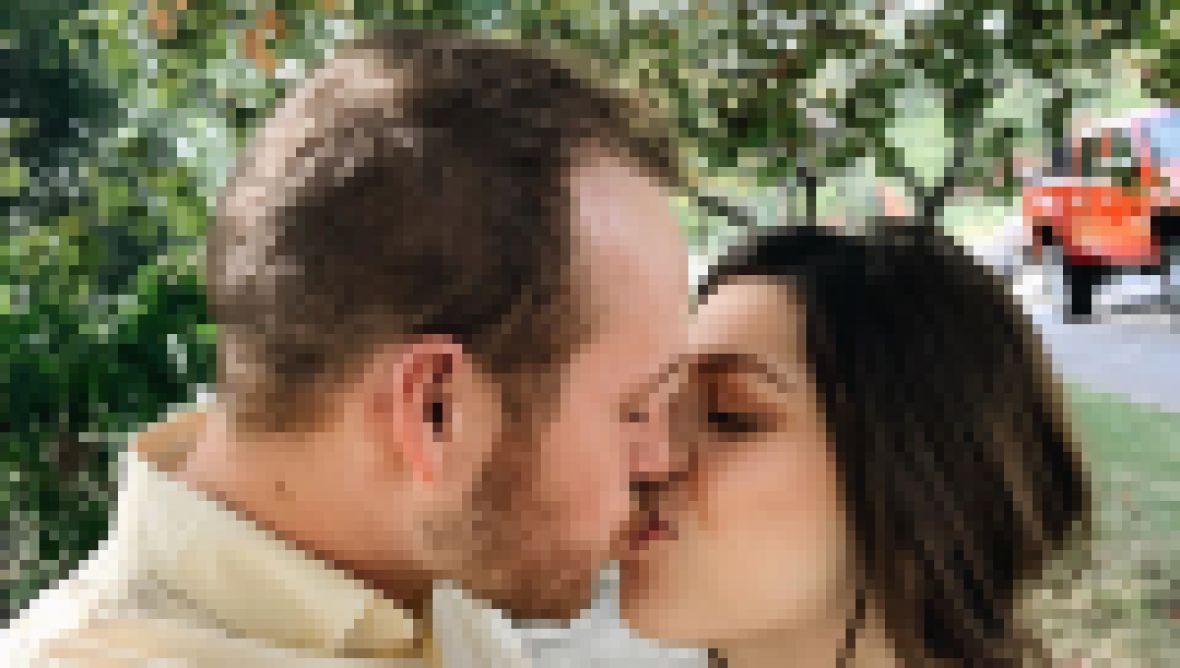Josiah and Lauren Duggar Kissing — See Their Cutest Photos