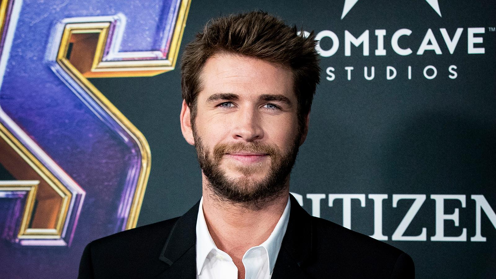 Liam Hemsworth dating historie dating svarte amerikanske damer
