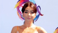 Sarah Hyland Showing off Her Abs at the Teen Choice Awards