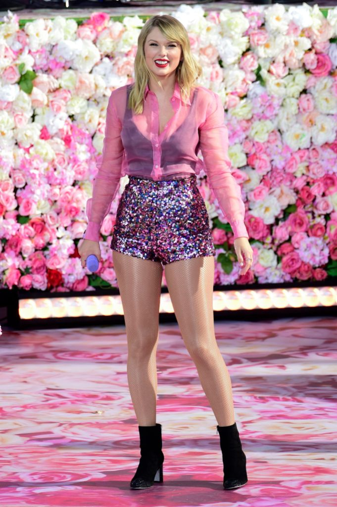 Taylor Swift Wearing All Pink While Performing on Stage at GMA